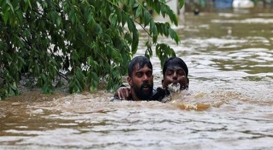1500 flood victims forced to stay on highway